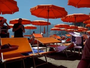 Swarm of obsessed Italian beach-goers.